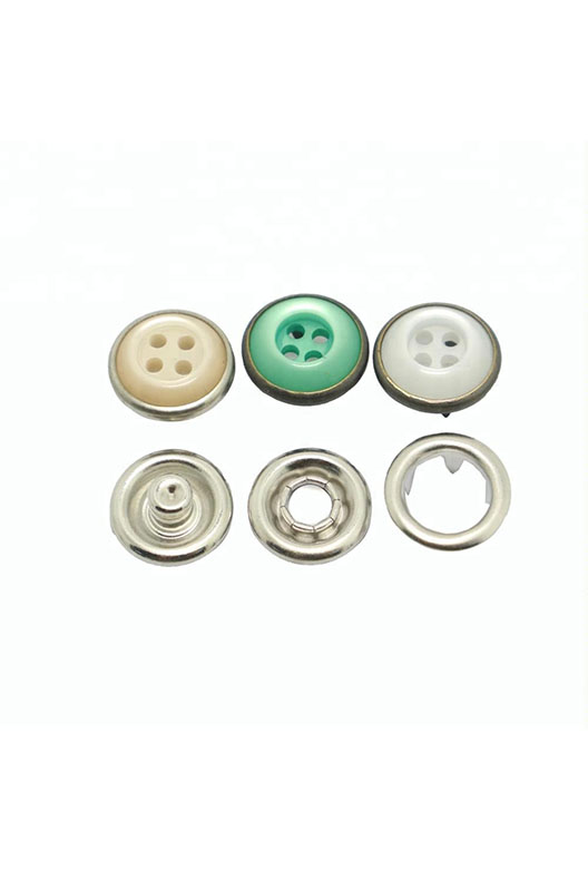 metal-4-hole-pearl-button-prong-brass